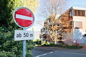 Noch 50 m weiter zwei reservierte Parkplätze